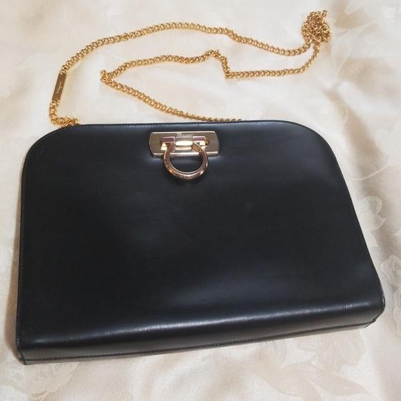 e5a440e69d8c Salvatore Ferragamo Vintage Gancini Leather Bag. M 5b25108b6a0bb7e0f07bda39